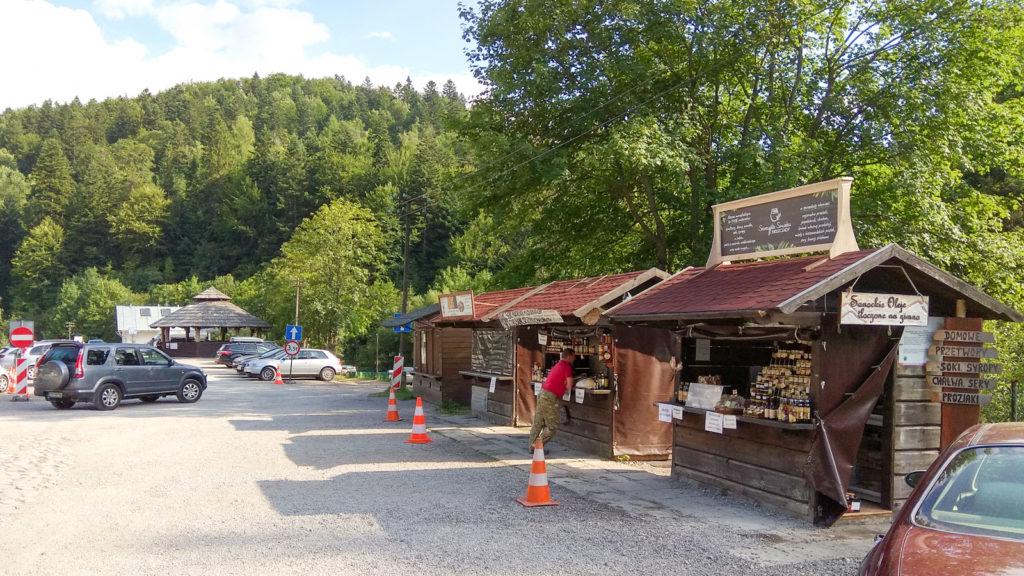 Bieszczadzka kolejka lesna punkty handlowe z pamiatkami lokalnymi produktami spozywczymi wiata na ognisko sanitaria