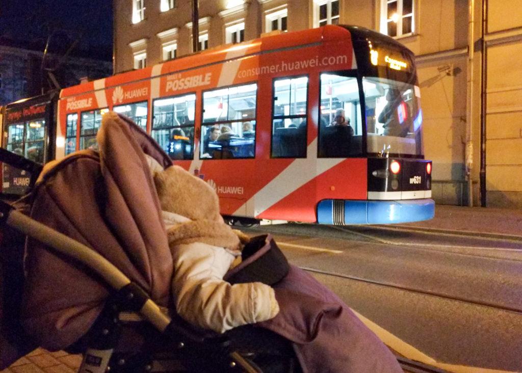 Przejazd każdego tramwaju budził ogromny entuzjazm u syna Podobną reakcję obserwowaliśmy gdy syn był jego pasażerem