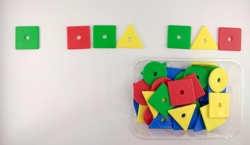 wzory kolory memory uzupelnianie sekwencji