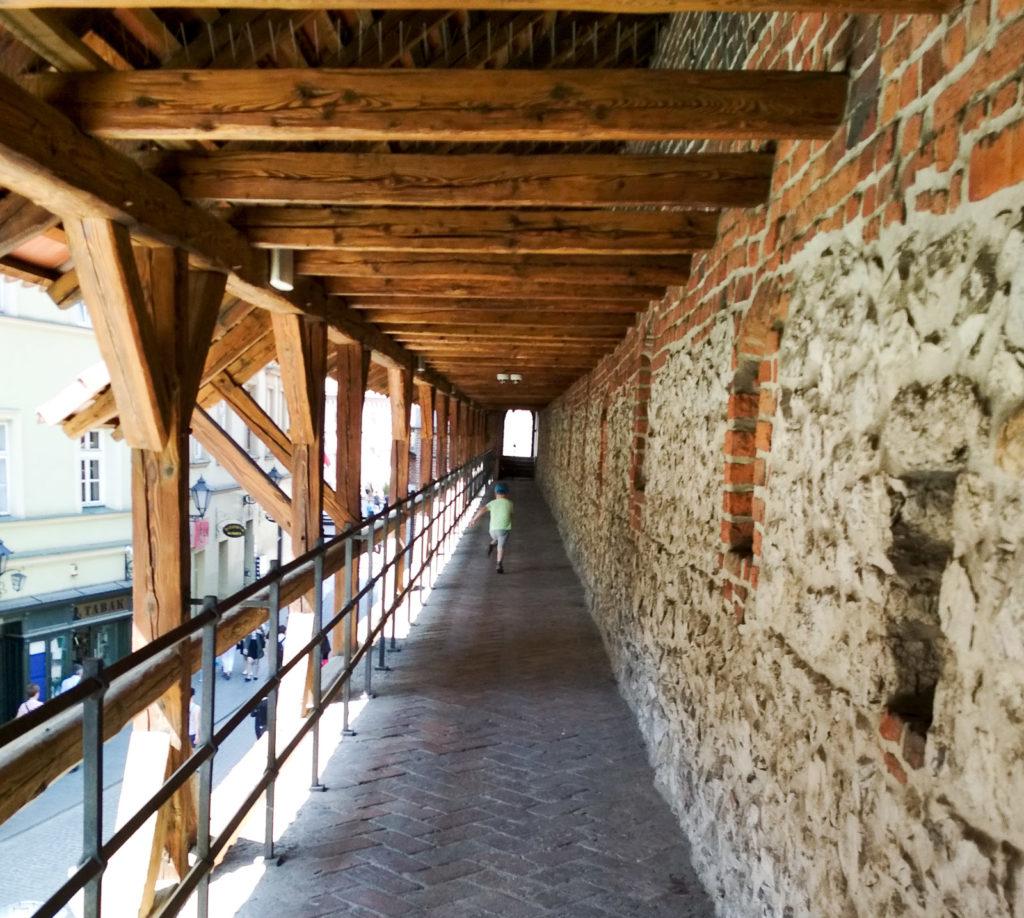 atrakcje dla dzieci krakow brama florianska mury obronne