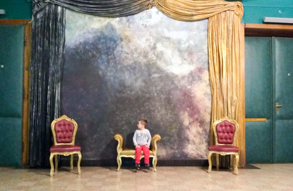 dziecko w teatrze teatr groteska