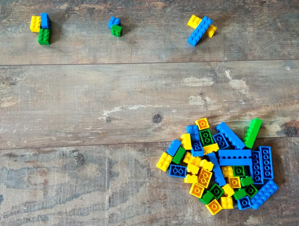 kreatywna zabawa klockami kategoryzacja wedlug wielkosci bez wzgledu na rozmiar