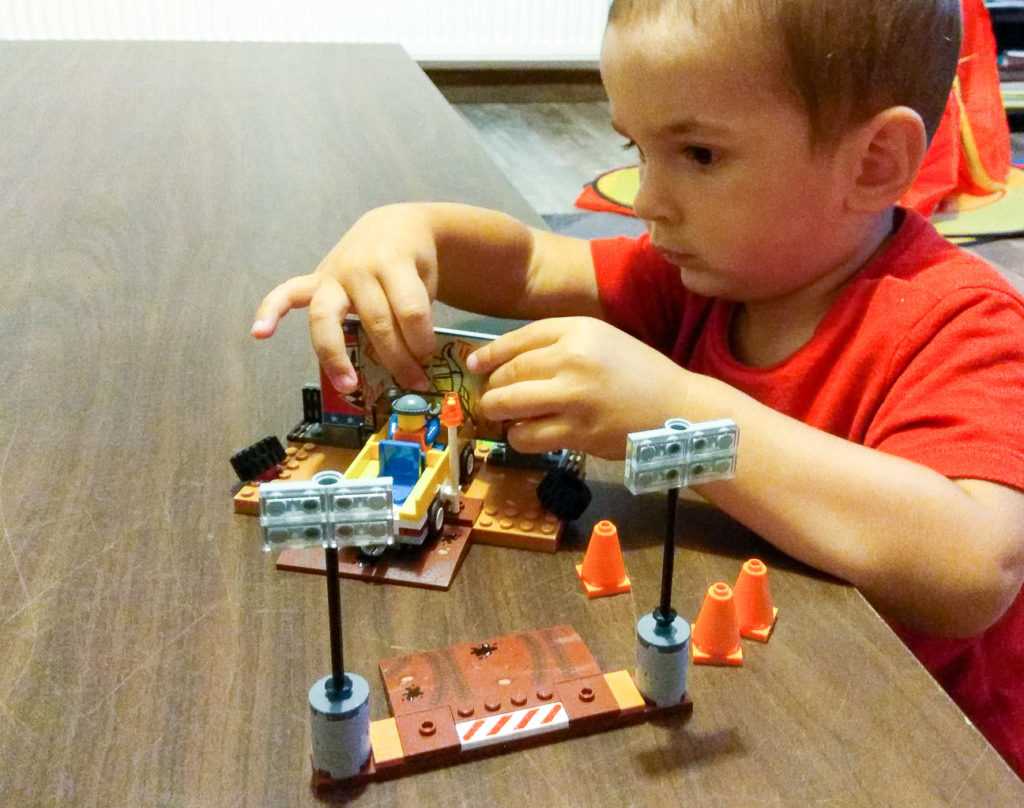 kreatywna zabawa klockami zabawa tematyczna lego