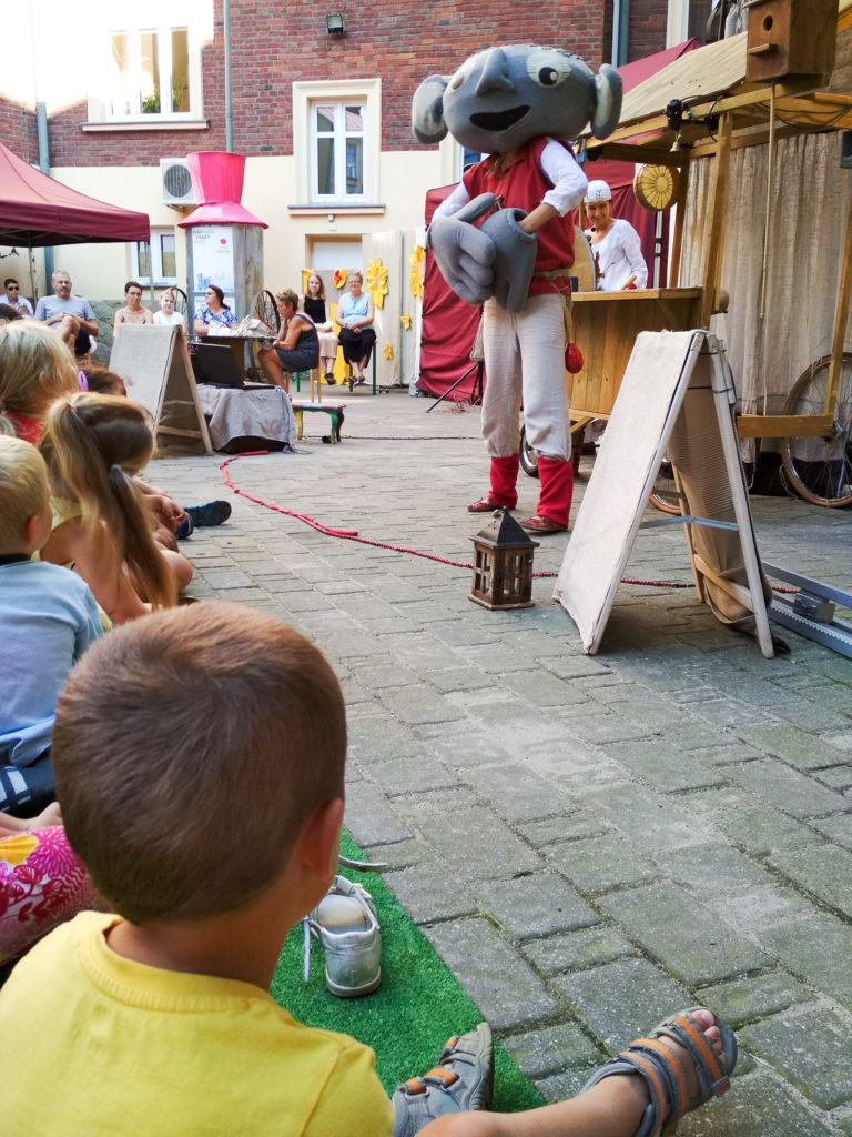 teatr dla dzieci male mi fintikluszki folkowe okruszki karpackie klimaty krosno