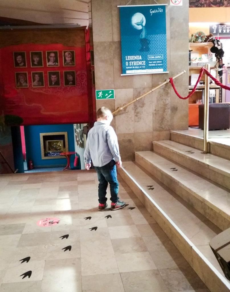teatr guliwer obcy w lesie teatr dla dzieci warszawa